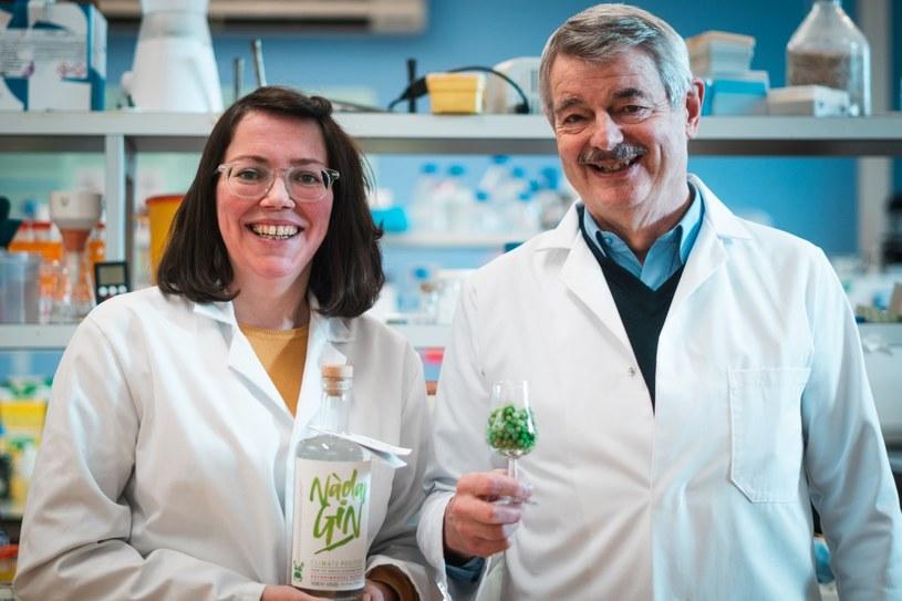 Nową recepturę ginu opracowali Kirsty Black i Graeme Walker (z prawej) /materiały prasowe