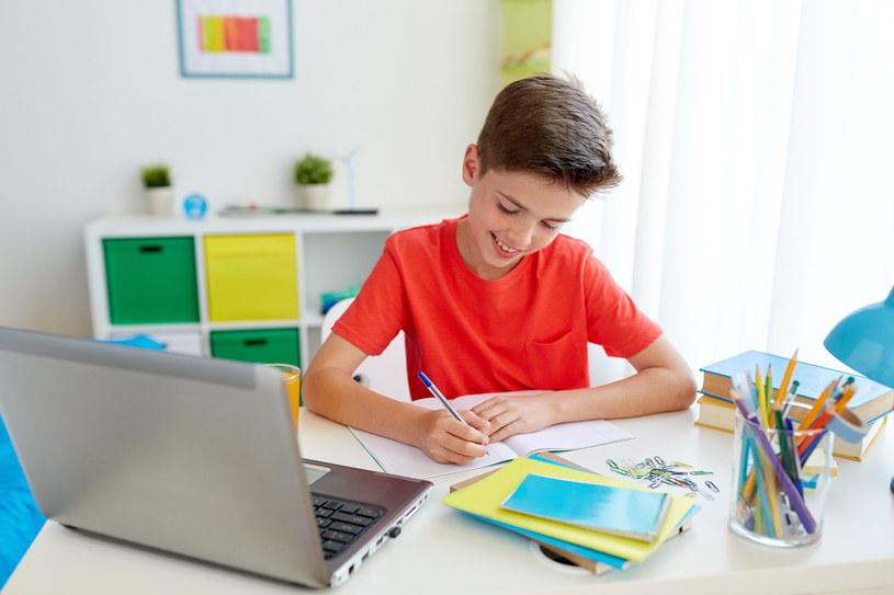 Nowa sytuacja wymogła na nauczycielach i uczniach naukę narzędzi umożliwiających sprawne kontynuowanie edukacji /123RF/PICSEL
