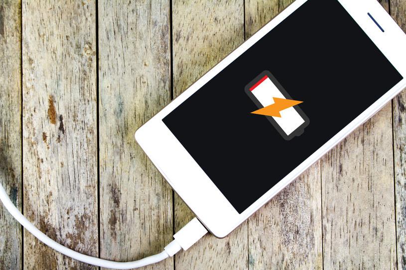 Nowa technologia ładowania smartfonów /123RF/PICSEL