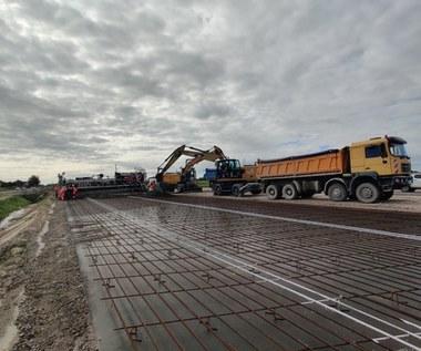 Nowa technologia na budowie drogi S7