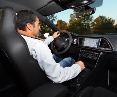 Nowa technologia wykryje, gdy kierowca puści kierownicę