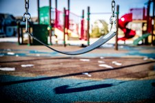 Nowa Zelandia: Przygniótł 3-letnią córkę na placu zabaw. Dziewczynka zmarła