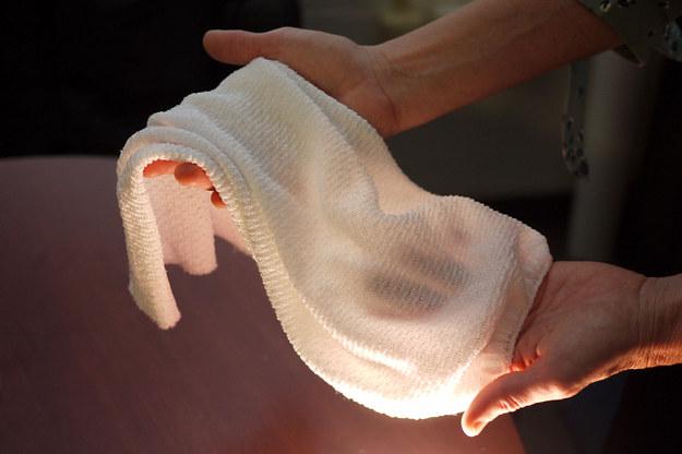 Nowatorska tkanina, opracowana przez naukowców University of Maryland /Faye Levine, University of Maryland /Materiały prasowe