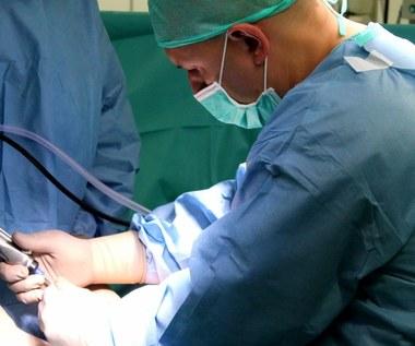 Nowatorski zabieg. Pacjentka po złamaniu kolana wróci do pełnej sprawności
