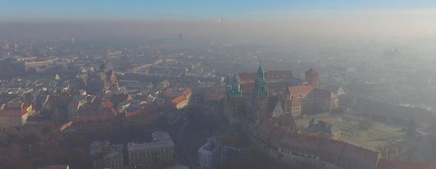 """Nowe badania dot. smogu. """"Połowa zanieczyszczeń przenika do naszych domów"""""""