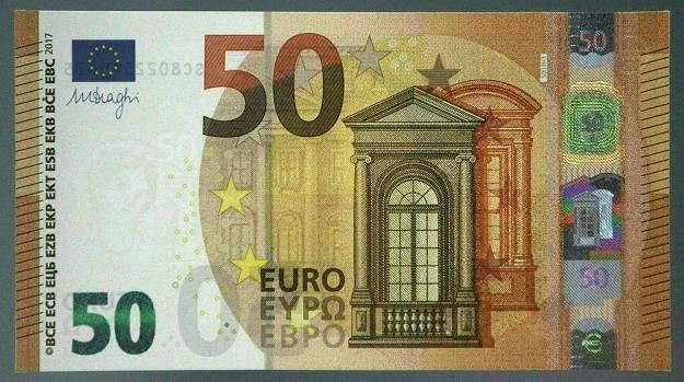 Nowe banknoty 50 euro od dziś są w o obiegu /AFP