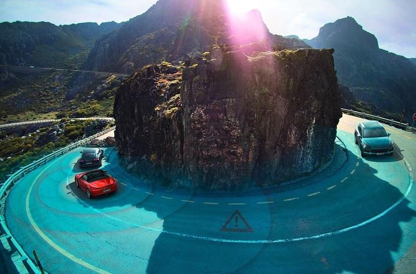 Nowe funkcje potrafią ostrzec przed niebezpieczeństwem na drodze /INTERIA.PL/informacje prasowe