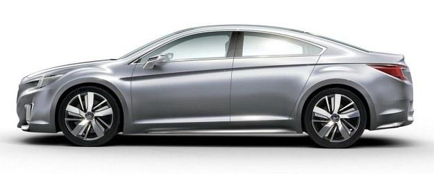 Nowe Legacy: pierwsze zdjęcie wersji produkcyjnej (u góry) i prototyp (niżej). /Subaru