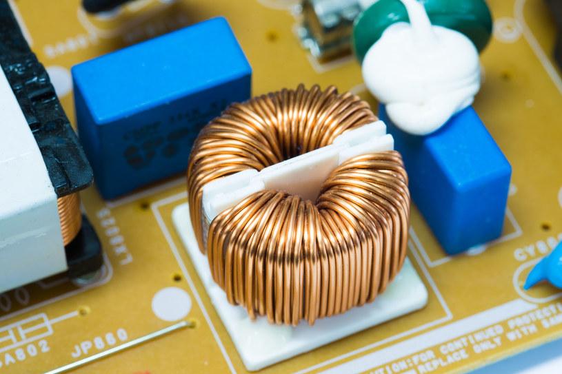 Nowe materiały magnetyczne mogą zrewolucjonizować elektronikę /123RF/PICSEL