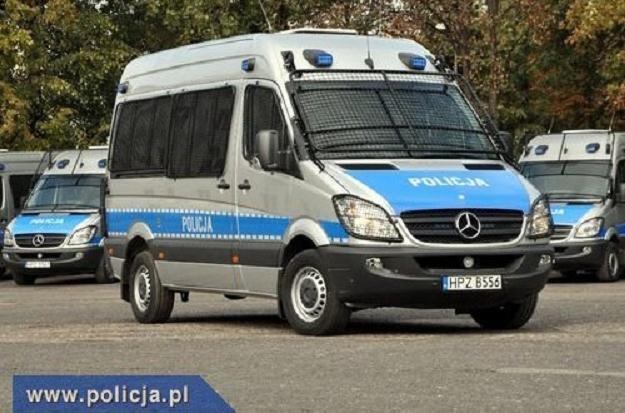 Nowe mercedesy dla policji /Policja