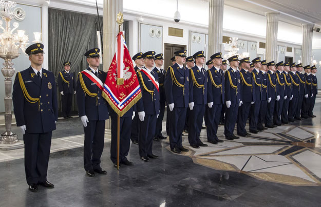 Nowe mundury straży marszałkowskiej mają nawiązywać do czasów międzywojennych /Krystian Dobuszyński /Reporter