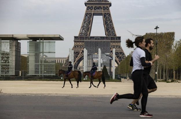 Nowe obostrzenia w Paryżu obejmą zakaz uprawiania sportów poza domem /IAN LANGSDON /PAP/EPA