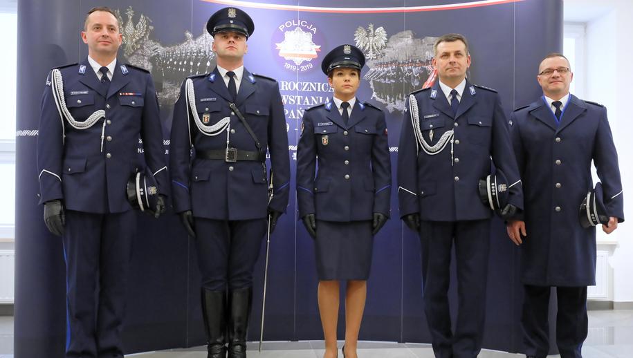 Nowe policyjne mundury galowe /Paweł Suparnak /PAP