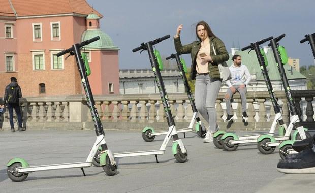 Nowe przepisy ws. hulajnóg: Limit prędkości i poruszanie się po ścieżkach rowerowych