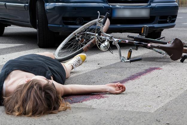 Nowe przepisy zmniejszące liczbę ofiar wypadków na drogach /AFP