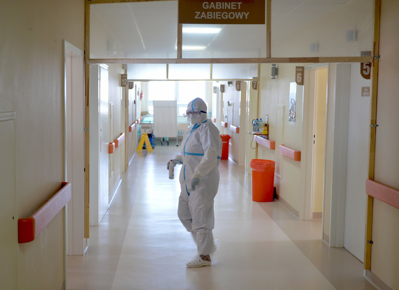 Nowe przypadki koronawirusa w Polsce /LUKASZ SOLSKI /East News