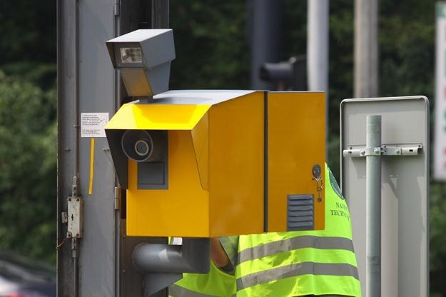 Nowe radary muszą oklejone na żółto. Atrapy mają zniknąć / Fot: Wojciech Traczyk /East News