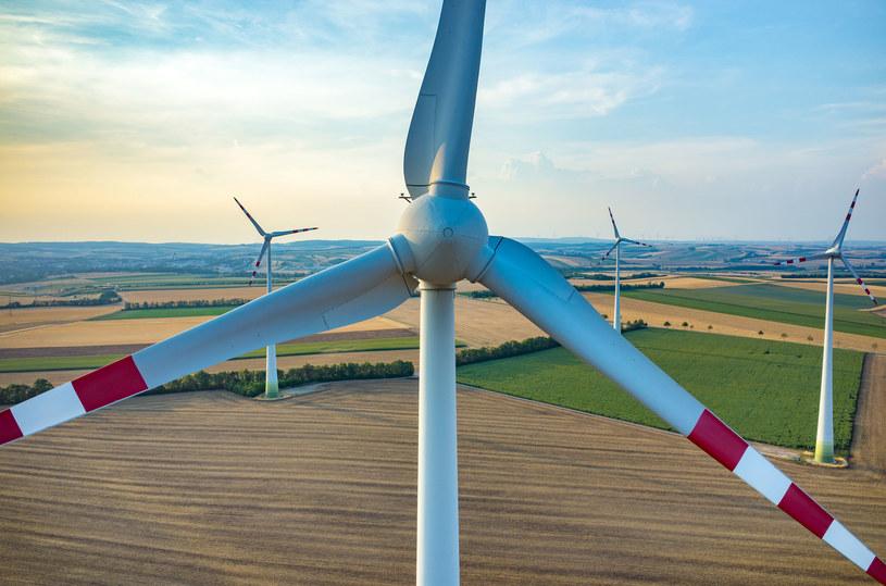 Nowe regulacje będą dotyczyły m.in. elektrowni wiatrowych oraz biometanu. /123RF/PICSEL