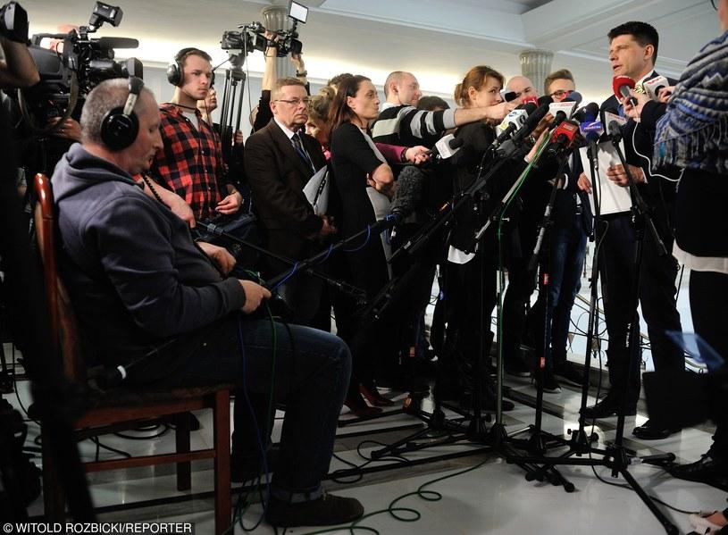 Nowe regulacje mają zdyscyplinować pracowników mediów /Witold Rozbicki /Reporter