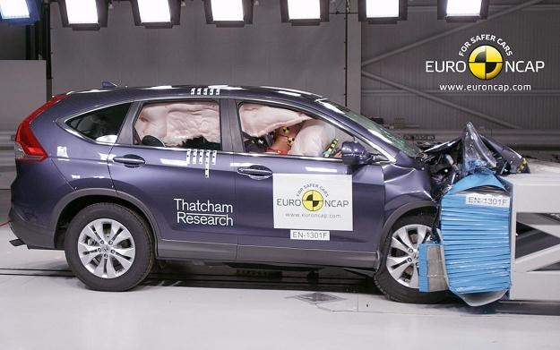 Nowe samochody są bardziej bezpieczne /