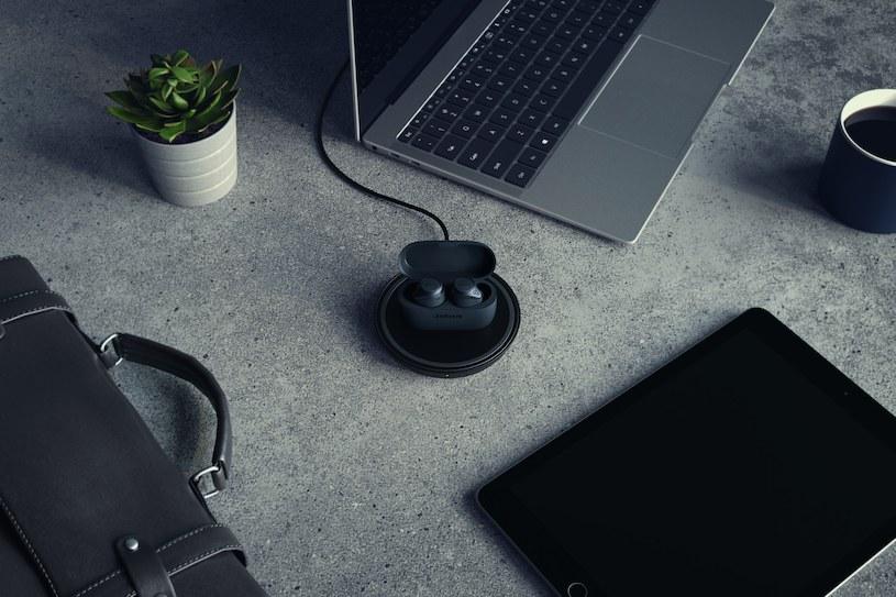 Nowe słuchawki Jabra można już ładować bezprzewodowo /materiały prasowe