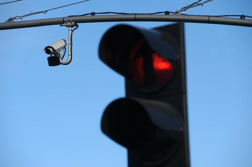 Nowe urządzenia mają monitorować wjazd na czerwonym świetle /Wojciech Stróżyk /Reporter