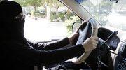 Nowe zarządzenie policji: Na lekcję nauki jazdy kobieta musi zabierać karabin