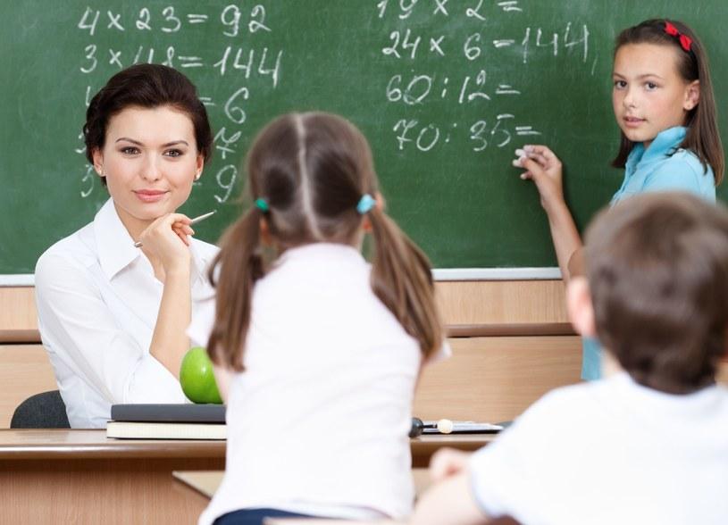 Nowe zasady zatrudniania nauczycieli: Egzamin państwowy dla osoby rozpoczynającej karierę w szkole /123RF/PICSEL
