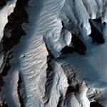 Nowe zdjęcia spektakularnego kanionu na Marsie