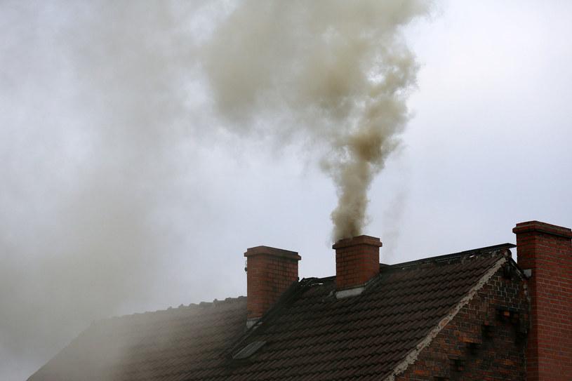Nowelizacja prawa budowlanego utrudni dowolną zamianę ogrzewania i instalację pieców węglowych w miejsce bardziej ekologicznego paliwa. /123RF/PICSEL