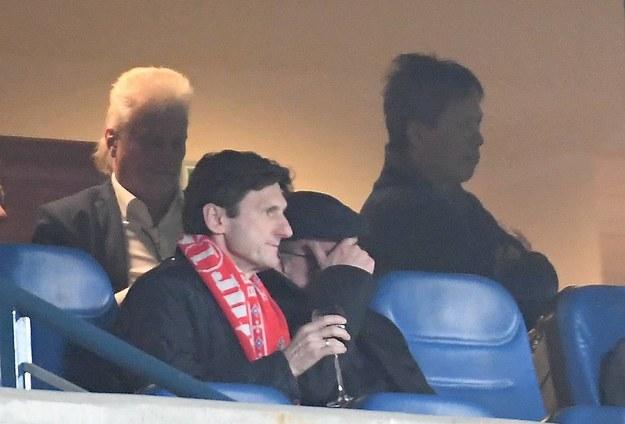 Nowi właściciele Wisły Kraków Mats Hartling (L) i Vanna Ly (P, w głębi), podczas meczu piłkarskiej Ekstraklasy z Lechem Poznań /Jacek Bednarczyk   /PAP