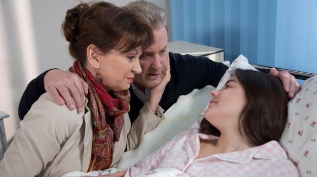 Nowikowa chce udawać, że razem z Arkadiuszem nadal są szczęśliwą rodziną! /Agencja W. Impact
