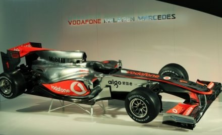 Nowiutki i błyszczący McLaren na sezon 2010 /AFP