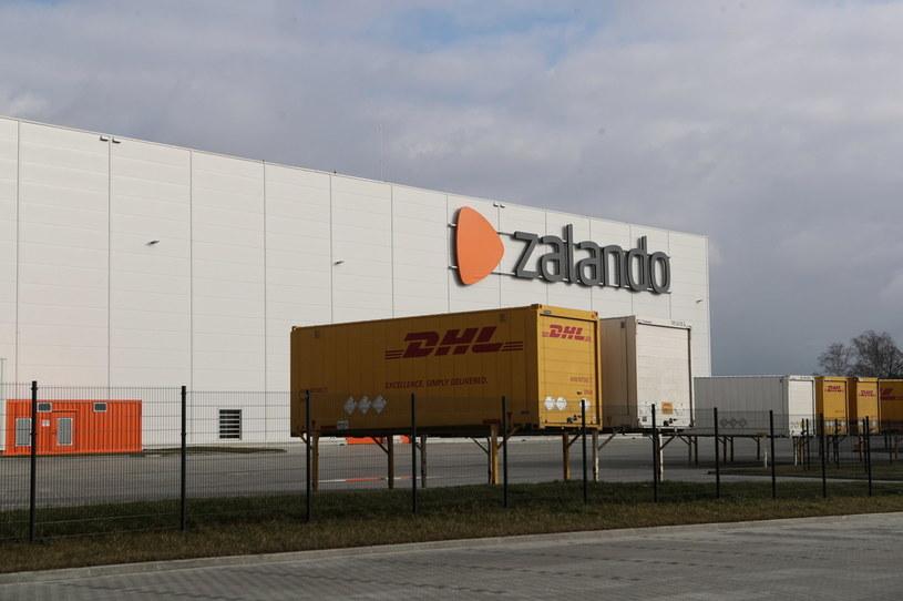 Nowo otwarte centrum logistyczne Zalando w Głuchowie k. Łodzi /PAP