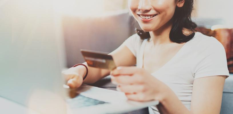 Nowoczesna karta płatnicza może się okazać wsparciem w nieprzywidzianych sytuacjach /123RF/PICSEL