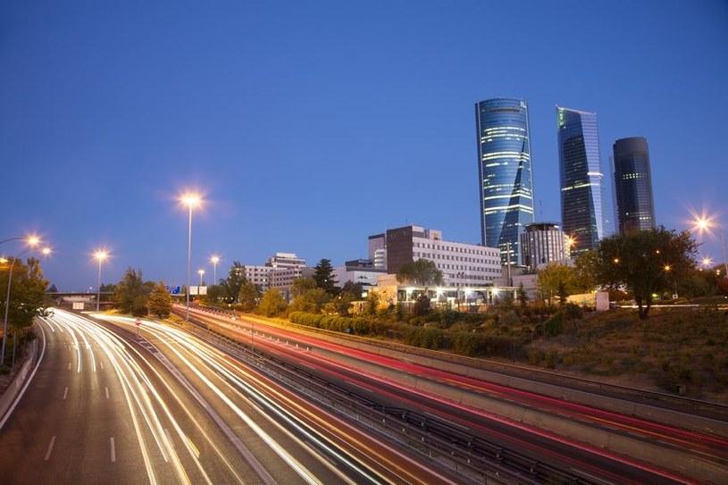 Nowoczesne miasta stają się coraz bardziej inteligentne /123RF/PICSEL