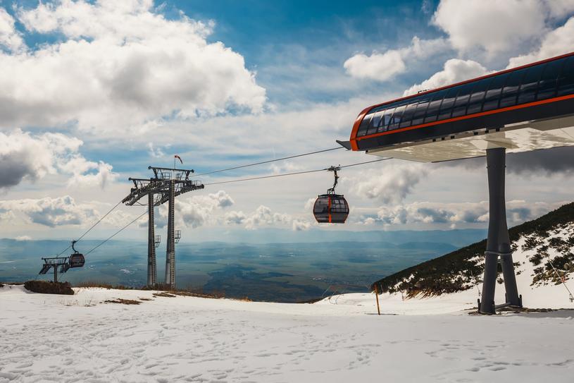 Nowoczesne podejście do turystyki sprawiło, że miejscowość w ostatnich latach zamieniła się w zimowy park rozrywki w alpejskim stylu /123RF/PICSEL