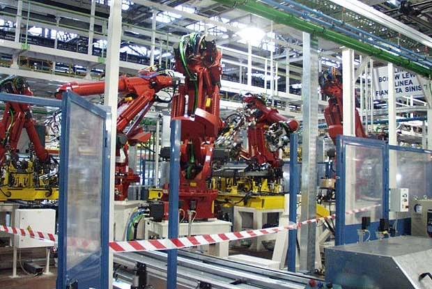 Nowoczesne roboty w montowni w Tychach (kliknij) /INTERIA.PL