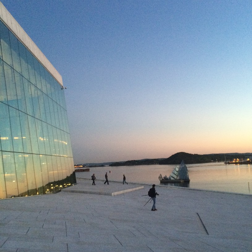 Nowoczesny budynek w Oslo /Scoopshoot / Joel Hyppönen  /