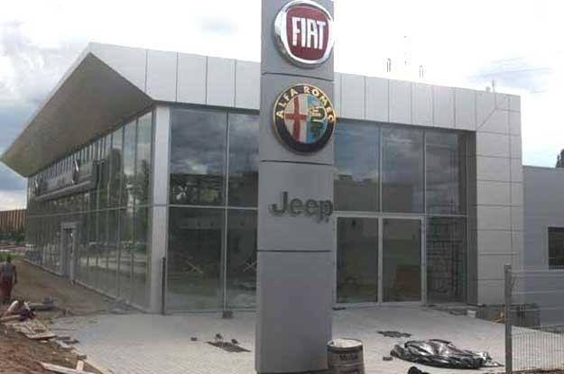 Nowopowstający salon samochodowy grupy Fiata w Krakowie /INTERIA.PL