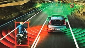 Nowości w seryjnym wyposażeniu samochodów – więcej systemów, mniej ofiar
