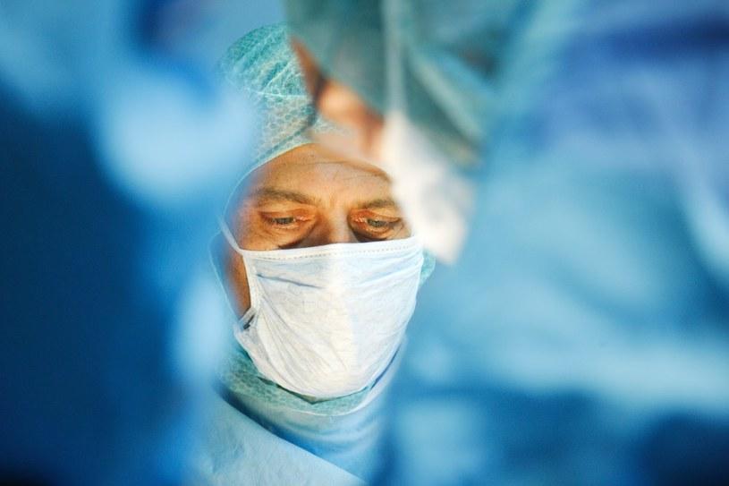 Nowotwory neuroendokrynne leczy się chirurgicznie /East News