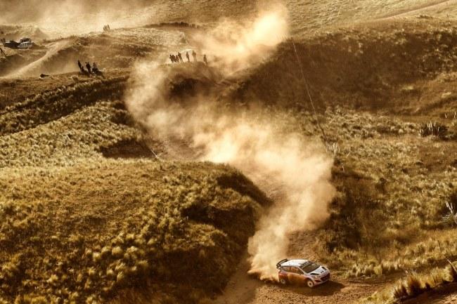 Nowozelandczyk Hayden Paddon wypadł z trasy (zdj. ilustracyjne) /WORLD /PAP/EPA
