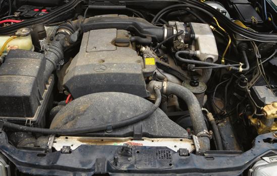 Nowszy 2.2 na papierze jest niewiele lepszy, ale w rzeczywistości napędza C124 sprawniej i mniej pali. /Motor
