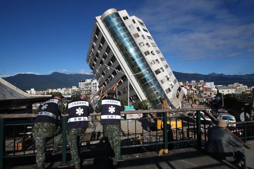 Nowy bilans trzęsienia ziemi: 15 ofiar śmiertelnych, 280 rannych /RITCHIE B. TONGO /PAP/EPA