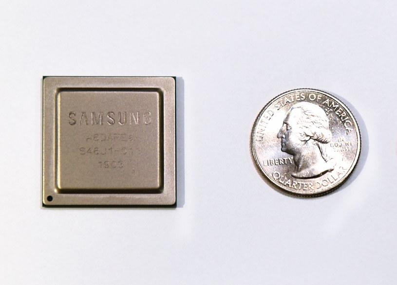 Nowy chipset RF firmy Samsung pozwala zmniejszyć rozmiar, wagę i zużycie energii bazy 5G o około 25 proc. /materiały prasowe