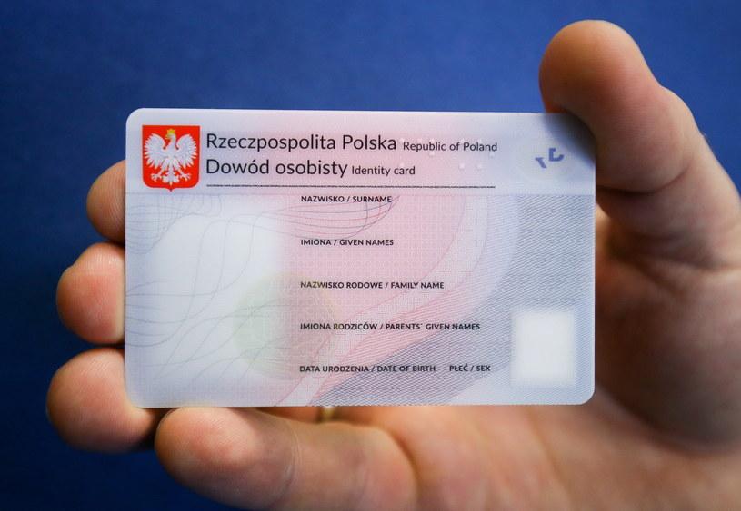 Nowy jeszcze niespersonalizowany dowód osobisty /Paweł Supernak /PAP