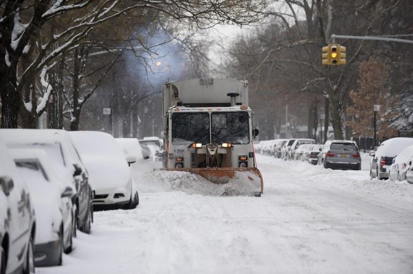 Nowy Jork po przejściu burzy śnieżnej /PAP/EPA