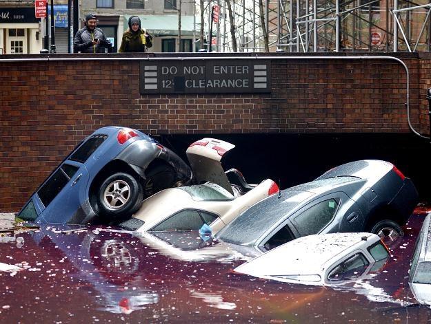 Nowy Jork po przejściu huraganu /PAP/EPA