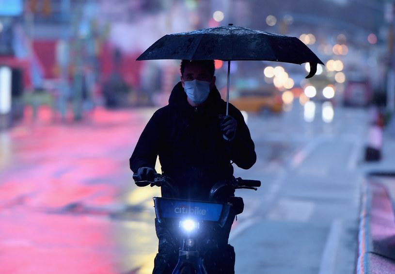 Nowy Jork, Pogoda jednak nie wpływa na tempo rozwoju pandemii /AFP
